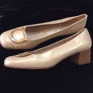 Salvatore Ferragamo Leather shoe block heel beige